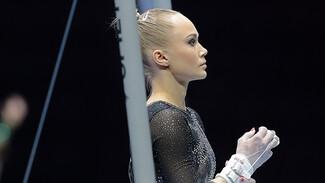 Воронежская гимнастка Ангелина Мельникова упала с брусьев на Олимпиаде в Токио