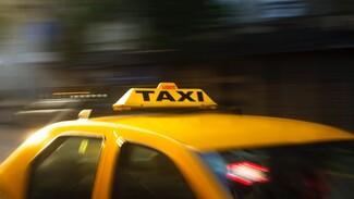 Отказавшийся платить пассажир отнял машину у воронежского таксиста