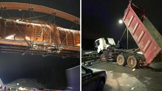 Под Воронежем разберут протараненный грузовиком надземный переход