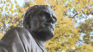 В Воронеже установили памятник архитектору Троицкому