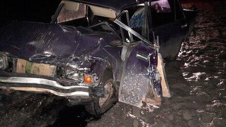 В Воронежской области автомобилист врезался в припаркованную машину и погиб