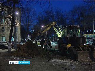 12 часов коммунальщики устраняли аварию на водоводе в центре Воронежа