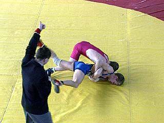 120 участников собрал турнир по вольной борьбе
