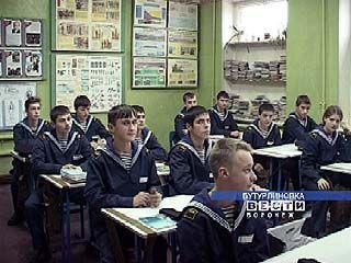 16 бутурлиновских школьников живут по уставу