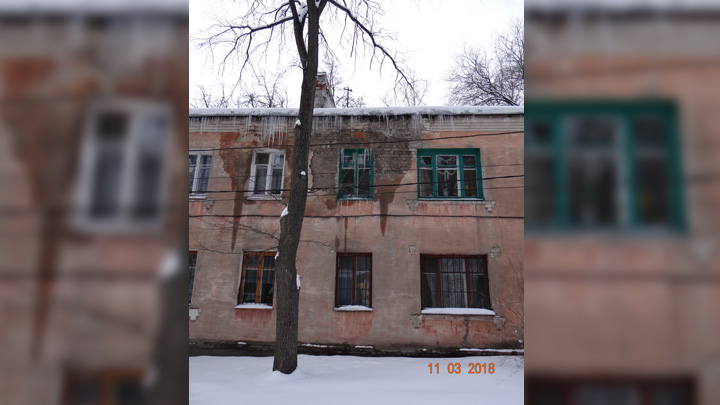 Пять квартир жилого дома в Воронеже затопило из-за неубранного с крыши снега