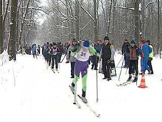 200 спортсменов сражаются на первенстве по лыжным гонкам