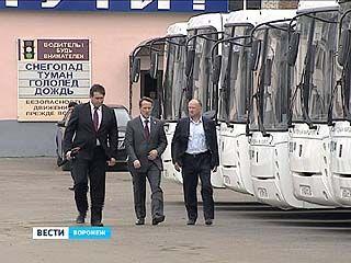"""25 новых белых автобусов передали """"Народному маршруту"""""""