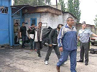 26 незаконных мигрантов отправили на Родину