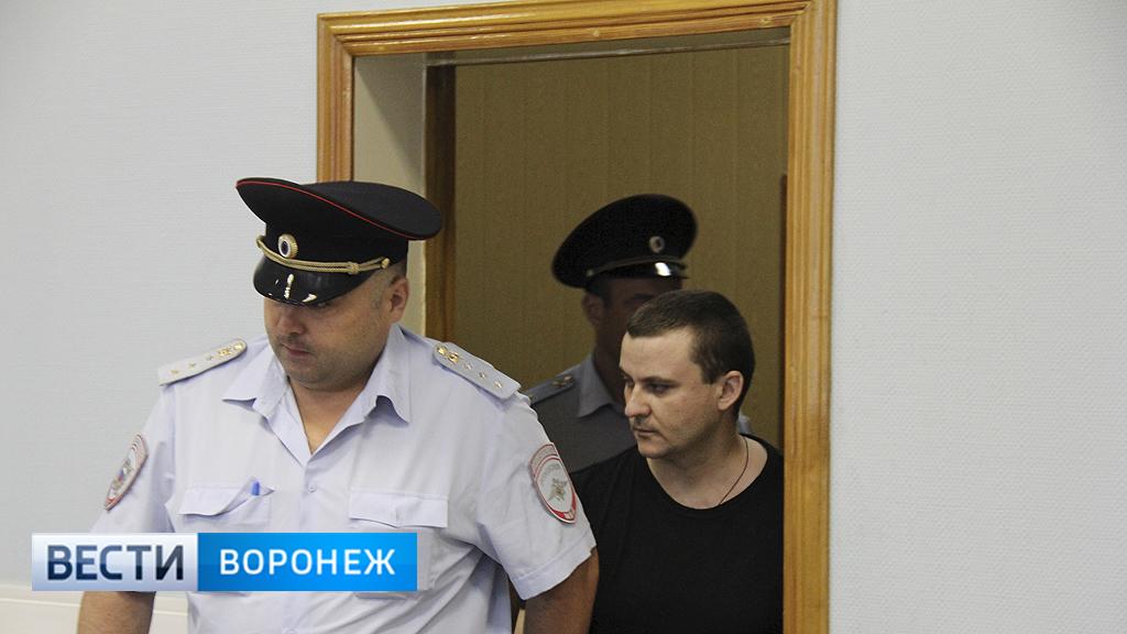 Таксист из Лисок получил 20 лет тюрьмы за убийство мамы 2 детей