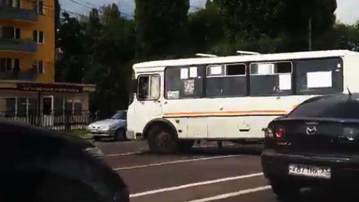 Очередное хамство маршрутчика в Воронеже попало на видео