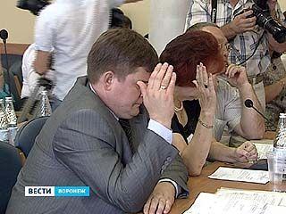 """30 народных избранников выступили """"за"""" отставку Леонида Зенищева"""