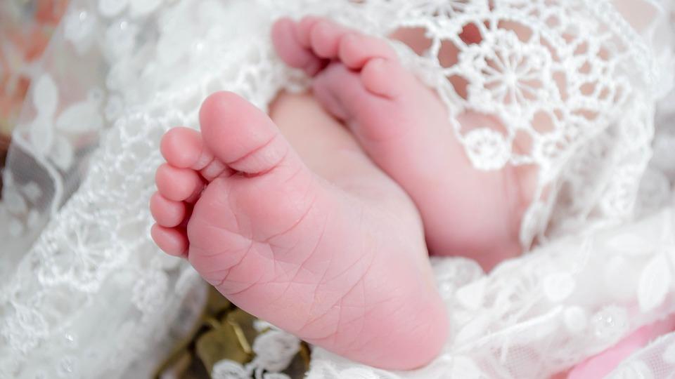 Выплата ежемесячных пособий на первого ребёнка начнётся с 1 января 2018 года
