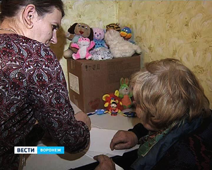 На гуманитарном складе в Воронеже прошла первая раздача вещей