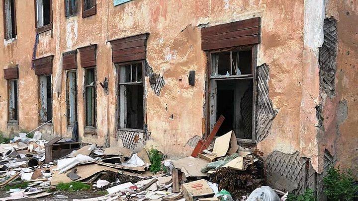 Воронежскую УК обязали обслуживать ветхий дом из-за единственной живущей в нём семьи