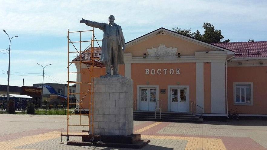 Под Воронежем памятнику Ленину вернули руку