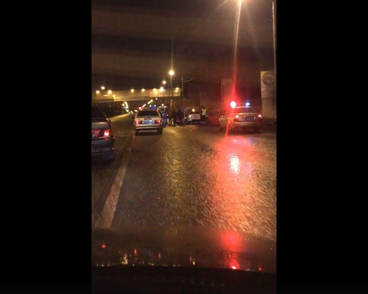 Появилось видео последствий крупного ДТП в Воронеже, в котором погиб дорожный рабочий