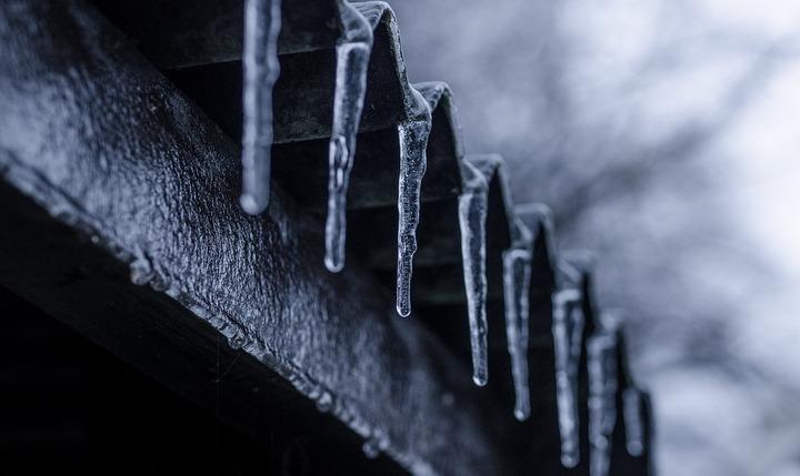Глава Воронежской области потребовал усилить работу по очистке крыш от снега