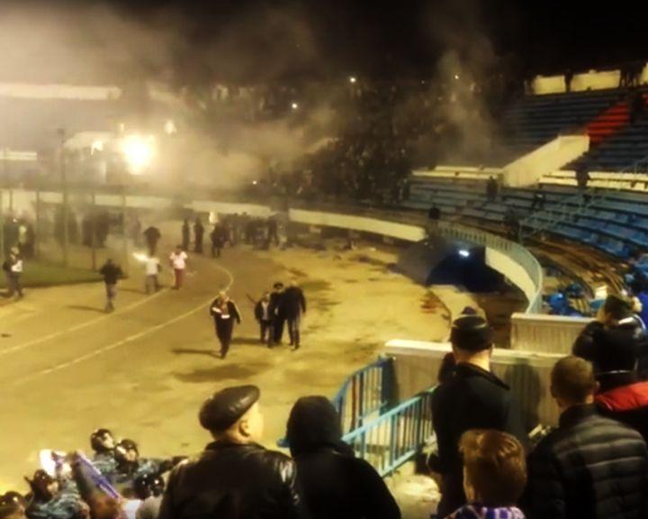 ВИДЕО: Массовая драка болельщиков на матче «Факел» – «Динамо» не помешала воронежцам одержать победу