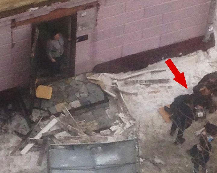 В Воронеже на женщину обрушился козырёк над входом в госучреждение