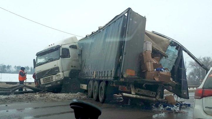 Под Воронежем из-за ДТП с двумя фурами образовалась 7-километровая пробка