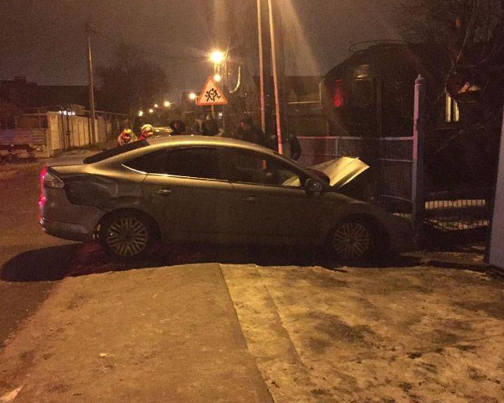 ВВоронеже нетрезвый шофёр сбил 2-х школьниц натротуаре