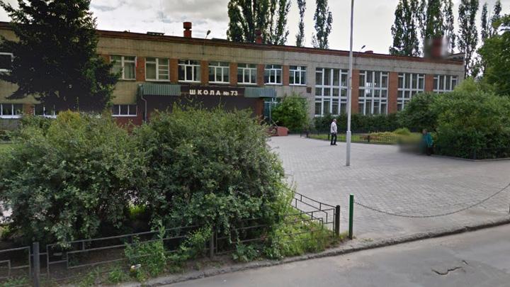 Очевидцы: Неизвестный из пневматики выстрелил в окно воронежской школы