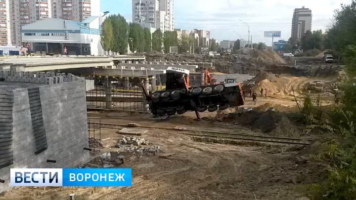 Воронежцы рассказали подробности ЧП с упавшим краном на 9 Января
