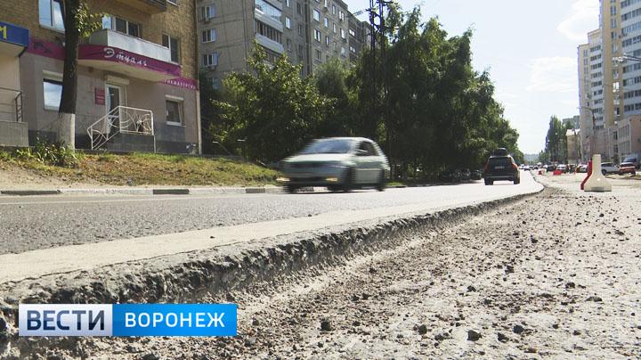 На улице Моисеева снова снимают асфальт, чтобы переделать основание дороги