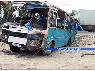 9 человек получили серьезные травмы в ДТП под Богучаром