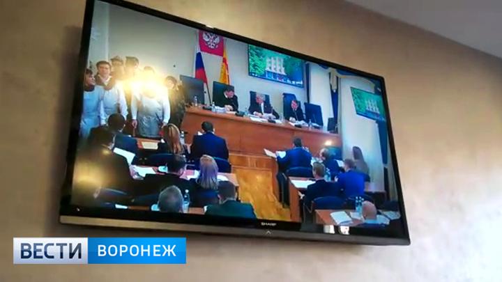 Ряженые с гармошкой. Заседание гордумы по утверждению выборов мэра Воронежа началось с колядок