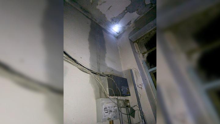 Воронежцы: «Вода с крыши пятиэтажки добралась уже до 3 этажа»
