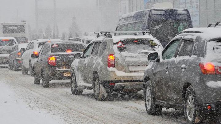 Из-за снегопада и ДТП воронежские дороги сковали 10-балльные пробки