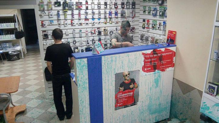 Под Воронежем трое в масках напали на офис коммунистов и облили сотрудников зелёнкой
