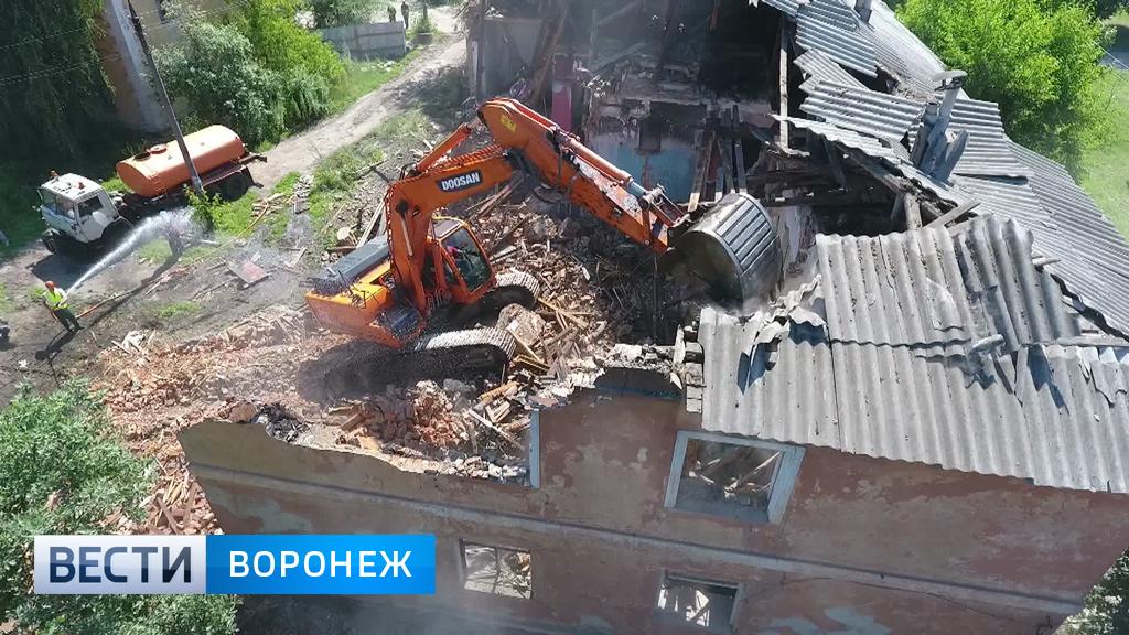 В Воронеже «сталинка» на улице Димитрова пошла под ковш экскаватора