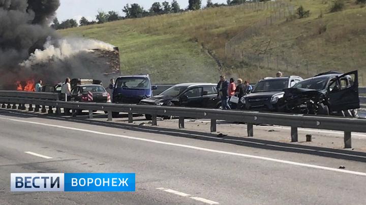 В Воронежской области на трассе М-4 в ДТП с 34 машинами пострадали 5 человек