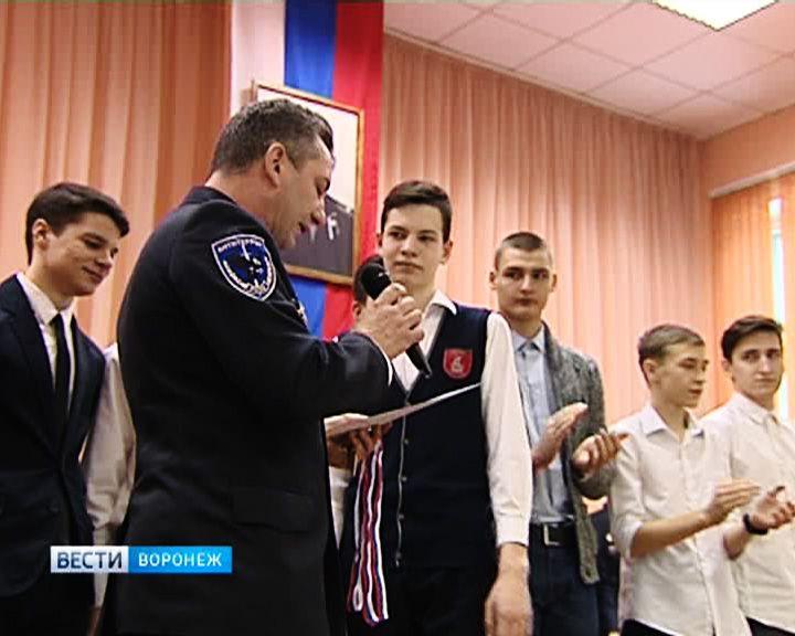 Воронежские школьники получили жетоны спецподразделения «Альфа»