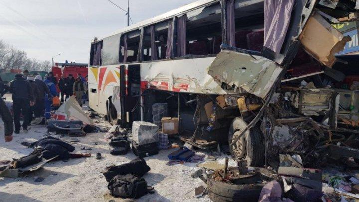 Число жертв ДТП с автобусом и фурой на трассе в Воронежской области выросло до трёх