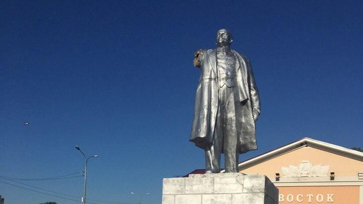 Под Воронежем памятник Ленину остался без руки из-за селфи