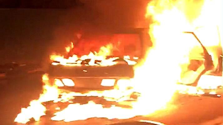 В Воронеже сгорела легковушка: пострадали двое взрослых и ребёнок