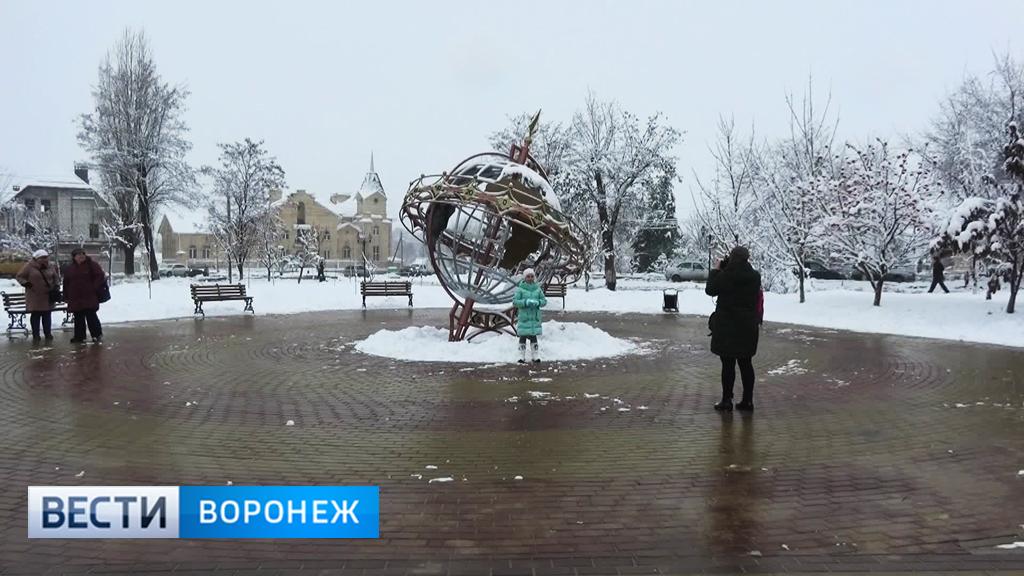Главным украшением нового парка в Россоши стал 5-метровый кованый глобус