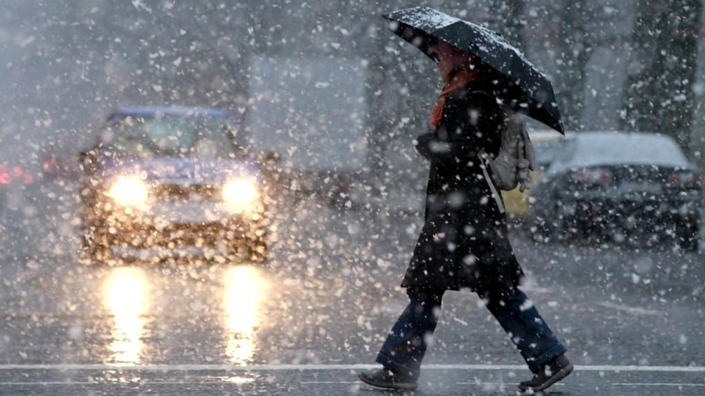 МЧС предупредило о мокром снеге и гололедице в Воронежской области