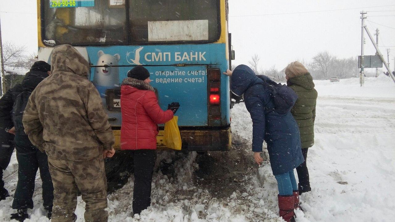 Воронежский рейсовый автобус добрался до цели только с помощью бурлаков