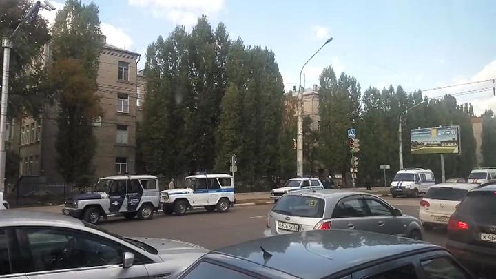 Полиция рассказала о причинах оцепления воронежской школы