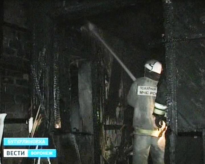 Изгорящего тубдиспансера под Воронежем эвакуировали 30 человек