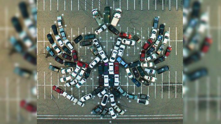 Воронежцы в честь Дня России выстроили из 100 машин двуглавого орла