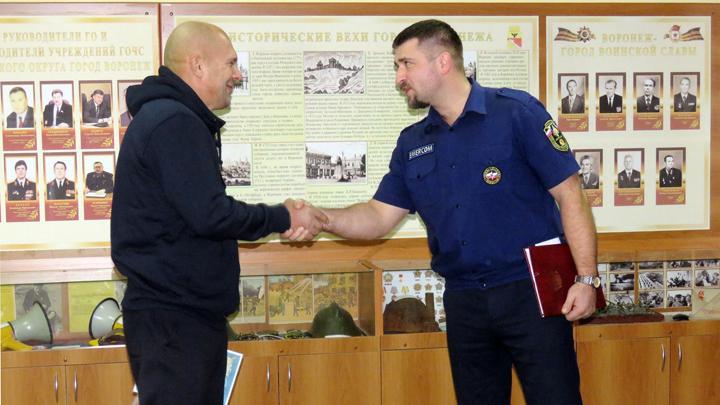 В Воронеже работника лодочной станции наградили за помощь в спасении тонущего рыбака