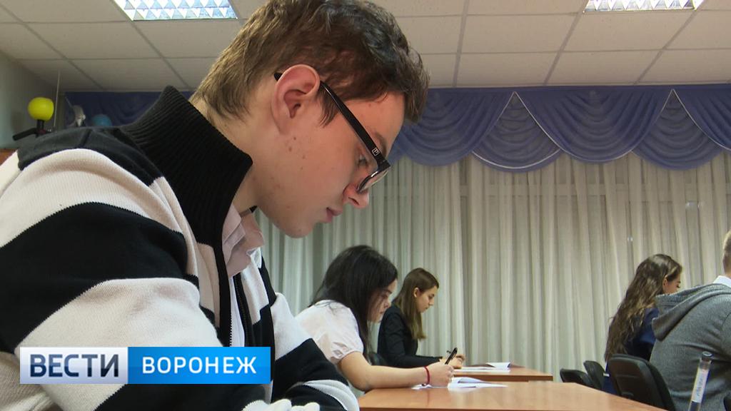 «Справились быстро». Воронежские школьники написали проверочную работу по иностранным языкам