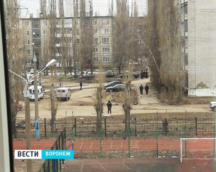 В Воронеже к жилому дому съехались спецслужбы из-за ложного сообщения о заминировании