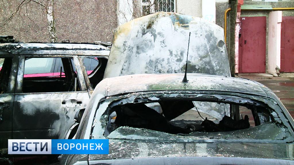 Воронежцы о сгоревших машинах: внедорожник взрывом подбросило в воздух