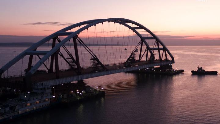 Изготовленную в Воронеже автомобильную арку для Крымского моста завели в фарватер